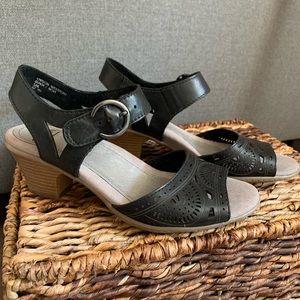 "Earth Shoes ""Carson Westport"" Black Leather Sandal"